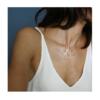 femme portant collier argent mucem