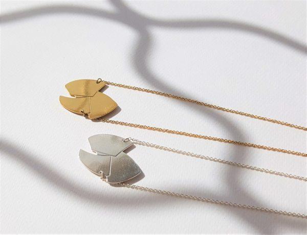 colliers or et argent et ombrage