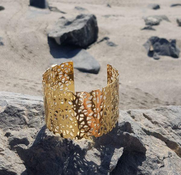 bijoux or sur plage