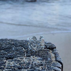 bague argent sur plage